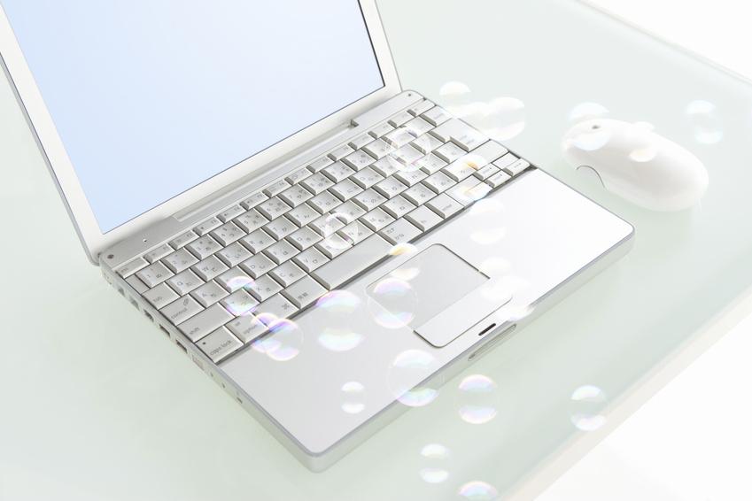 ノートパソコンとシャボン玉